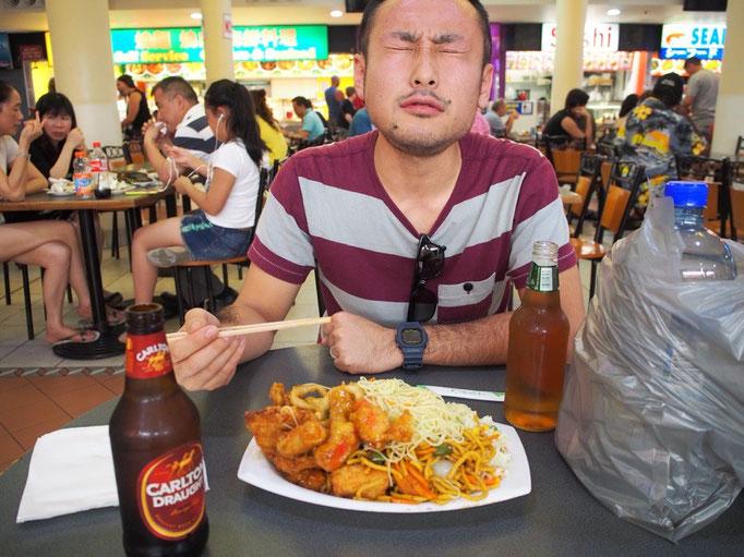 フードコートでは中華料理の詰め放題があっておいしかった♡