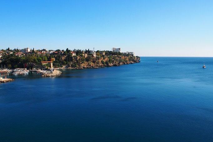 少し歩くと見えてきた地中海 穏やかな陽射しと青い海 やっぱり海が好き♡