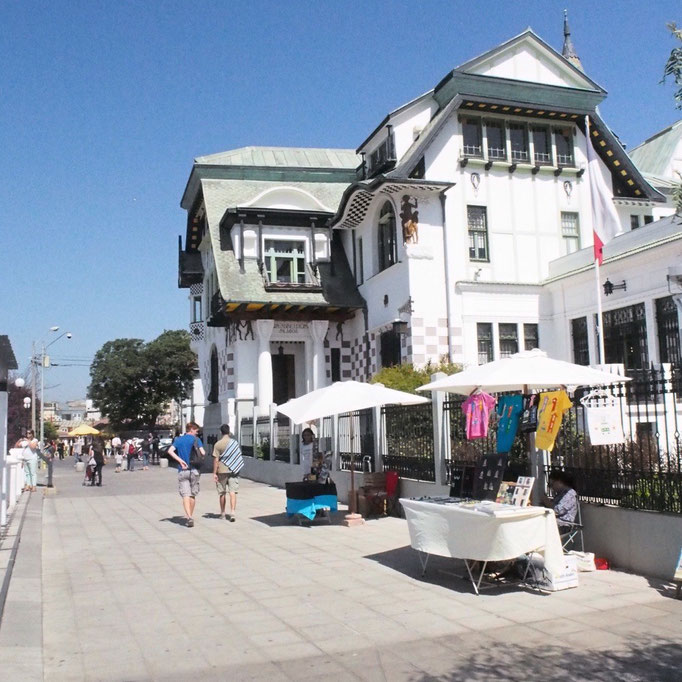バルパライソは治安が悪いと聞いていたけれど 素敵な建物やカフェもたくさん