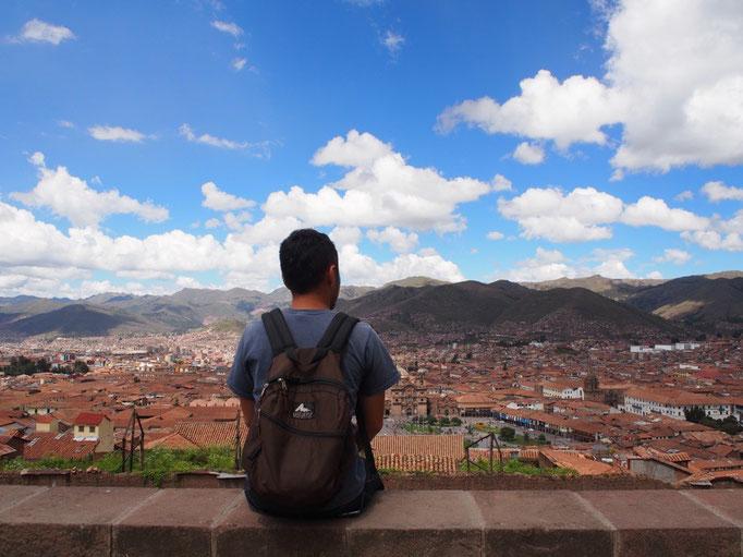 クスコの町並みを少し高いところから眺めてぼんやり 建物も高くないから 空も広くて青い お天気ばんざい♡