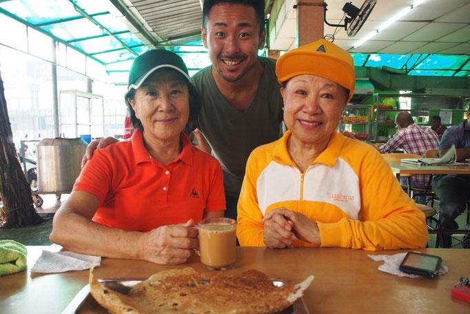 朝の日課のウォーキングの後は ウォーキング仲間でお茶をしたり 一緒に朝ごはんを食べに行ったり