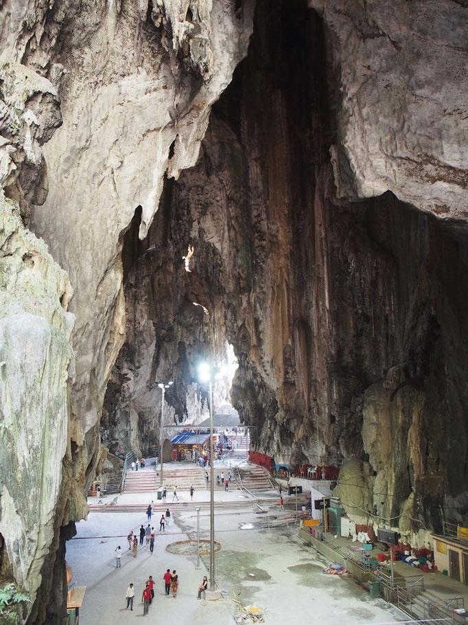バトゥ洞窟の中はとても広くて 風が通って涼しくて 見学自体はさらりとできるのも良かったです
