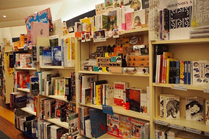 こんなにたくさんの日本語の本を見たのは久しぶり。テンションが上がります♡