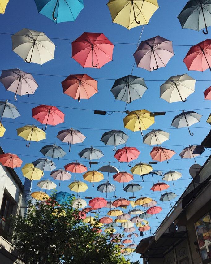 アンタルヤのレストラン街の上には傘がたくさん ポルトガルで見逃した分までパチリ