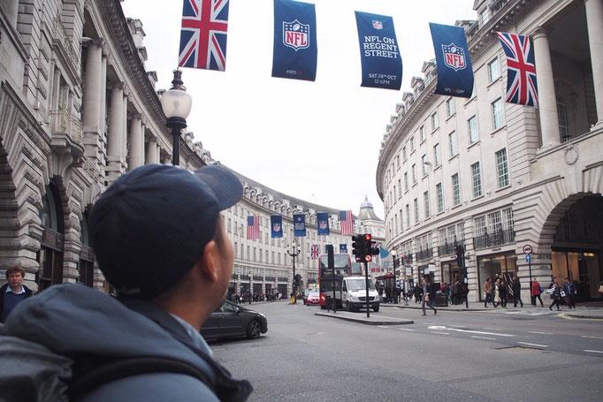 リージェントストリートの両側には英国ブランドの老舗や各国の名だたるブランドが軒を連ねています