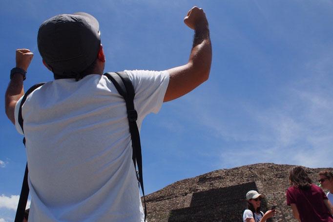 """次に訪れた""""月のピラミッド""""は テオティワカン遺跡では2番目の大きさ"""
