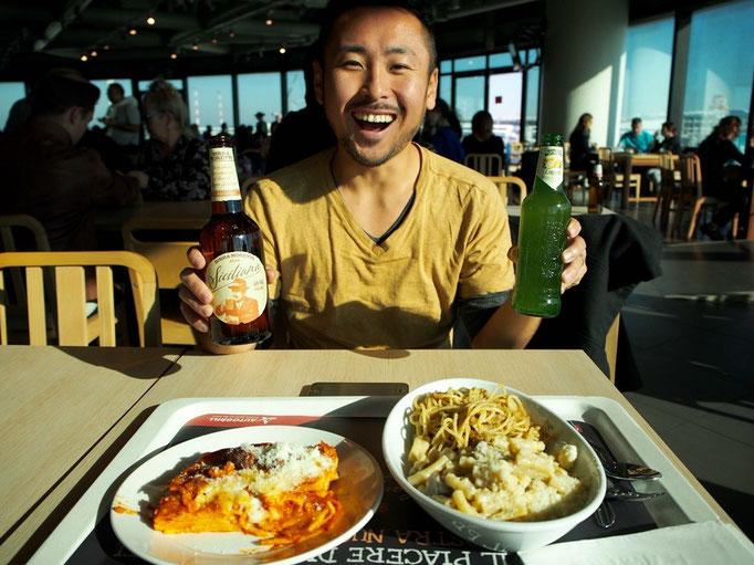 空港に着いた頃にはお腹も空いてきて 空港でお昼ごはんにすることに