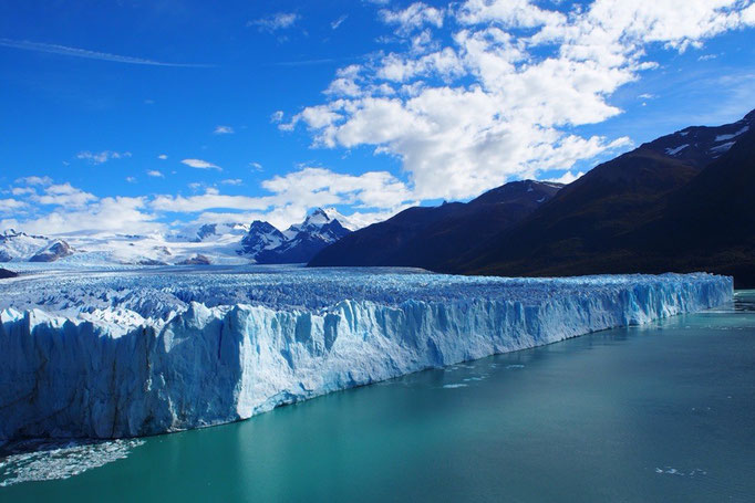 氷河が崩れるところも観ることができました 轟音がとどろいて迫力がありました
