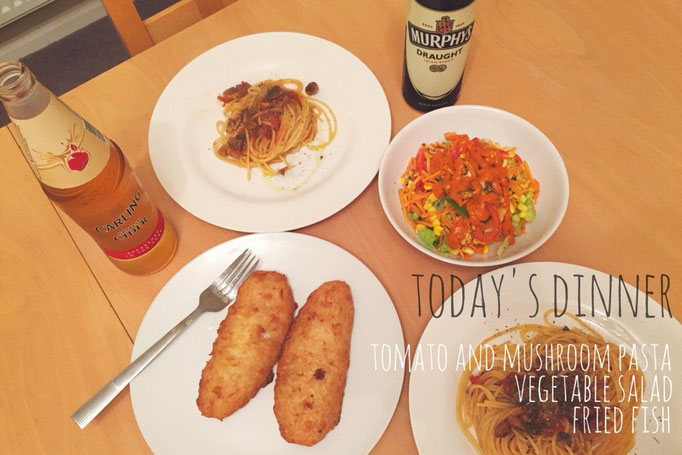 この日の晩ごはんの主役は旦那さん作マッシュルームとトマトのパスタ 私はオーブン担当で楽ちんの日♡