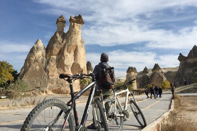 パシャバー地区には まるできのこが生えているようなユニークな形の岩がたくさん