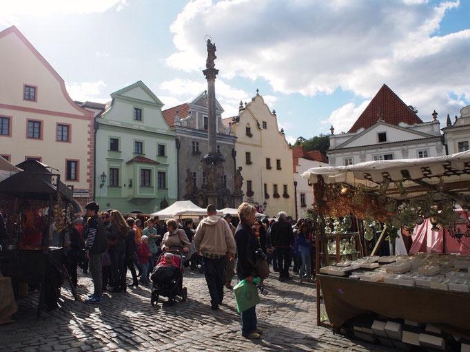 町をお散歩していると 日曜日だからか ちょうどイベント期間中だったためか 広場に出店や屋台がたくさん