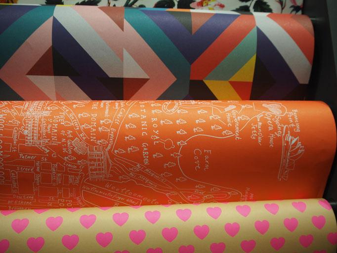 ゴールドコーストから飛行機に乗り再びシドニーへ 本屋さんで見つけたシドニー柄の包装紙...かわいい♡