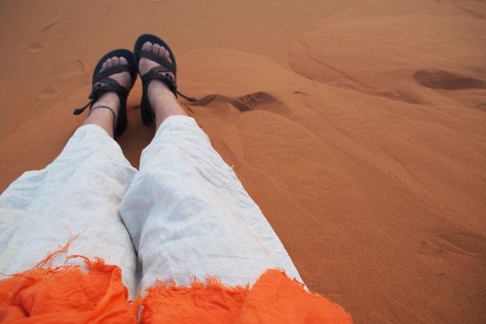 朝日待ち中ののんびりタイム しばらく砂に絵を描いたり 砂を触ってみたりしながら過ごしました