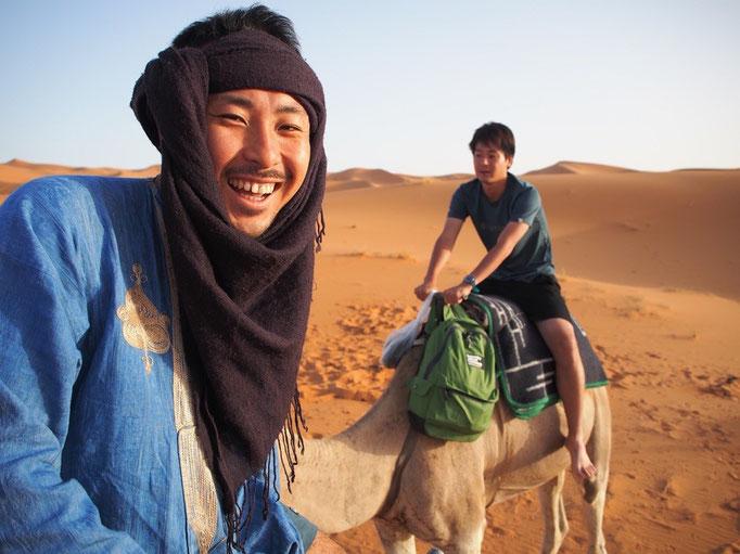 民族衣装は日よけ+砂埃よけの機能があるから快適