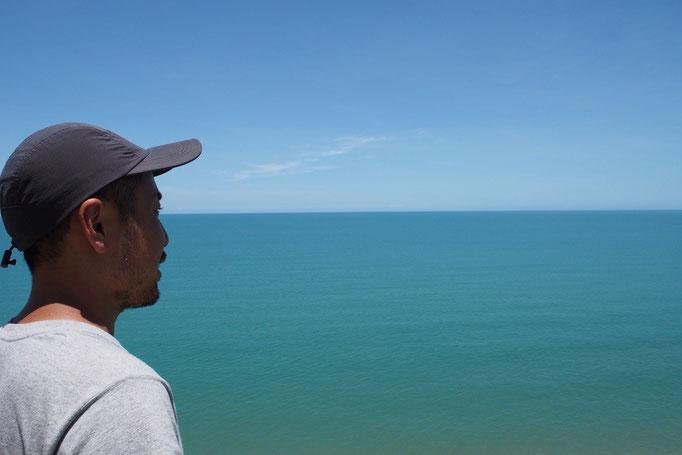ドライブしているといろんなところにビューポイントのマークが 寄り道をするとこんな青い海が眺められたりして