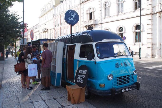 こんなかわいい車の路上本屋さんがある街 西ヨーロッパ最古の都市リスボン 大好きです