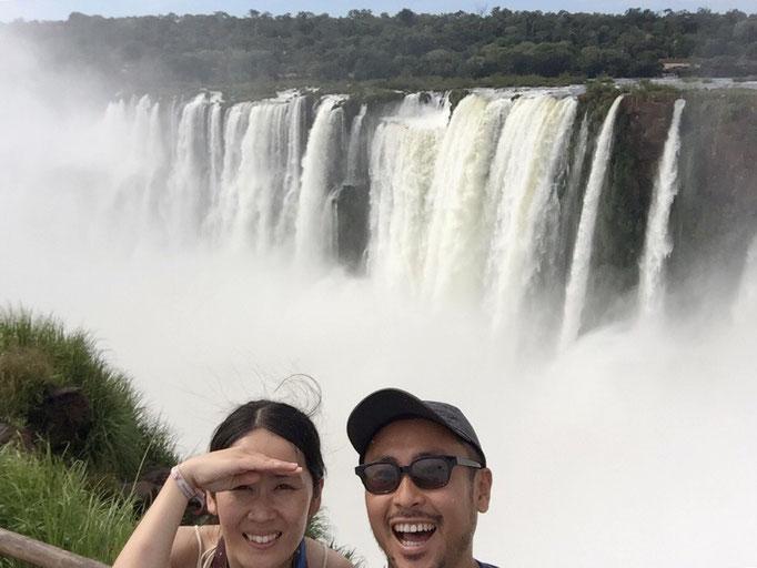 みんな水しぶきがかかるのを楽しんでいるみたい イグアス国立公園は1日中楽しめる場所でした