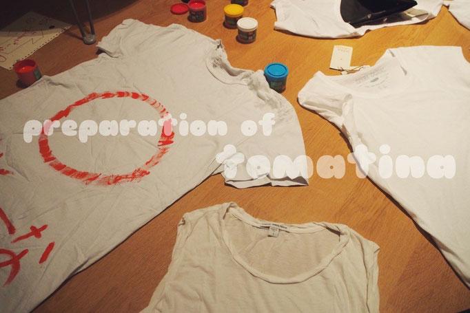 この日はトマティーナに向けて 晩ごはんが終わったらお絵描きTシャツ作りタイム