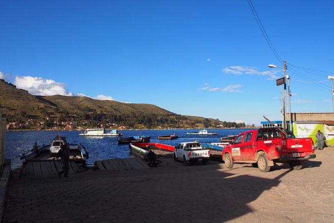 車やトラック バスまでが湖を渡っていました