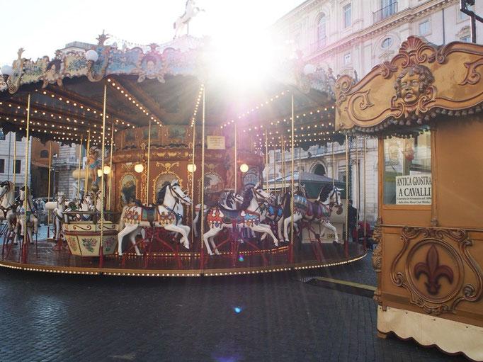 ナヴォナ広場にあった観覧車 日差しがさんさんと降り注いで ローマの街歩きはいつもぽかぽか陽気