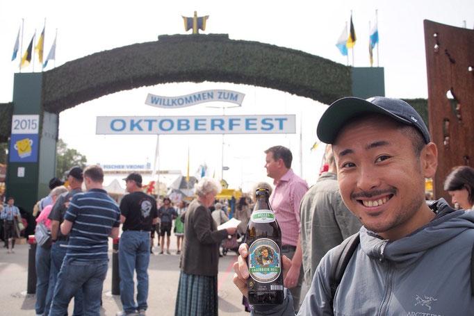 オクトーバーフェスト会場へ到着 この日は友人と待ち合わせ お目当てのテントに入れますように♡