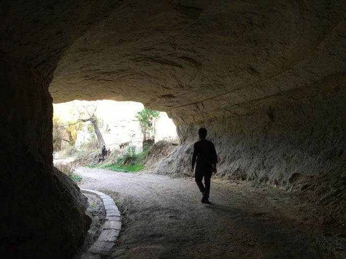 いろんな形の岩を眺めたり 岩をくり抜いてできたトンネルの中を通ったり とても気持ちの良い時間