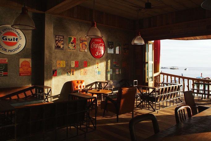 夕方になったら カフェでゆるゆる情報収集 リペ島には居心地の良いカフェがたくさん