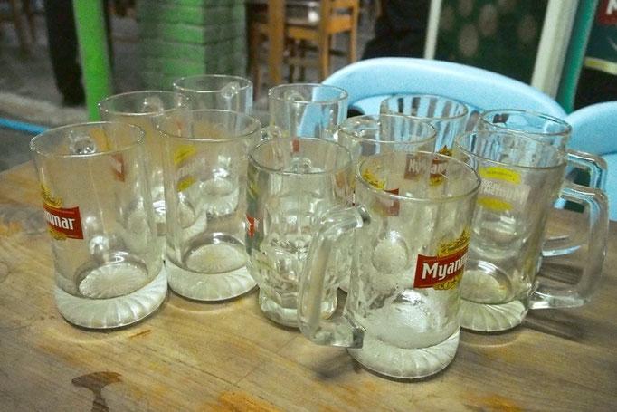 マンダレーもビールがリーズナブル お疲れさまビール 2人でジョッキ11杯7700チャット(約720円)!!
