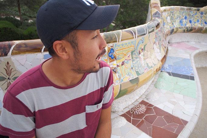 ラナトゥーラ広場のベンチは場所によって色合いが違って 観る場所によって印象が変わる不思議なベンチ