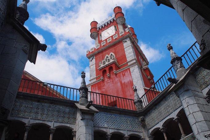 どの景色を切り取っても カラフルなものが目に入ってくる新鮮な宮殿