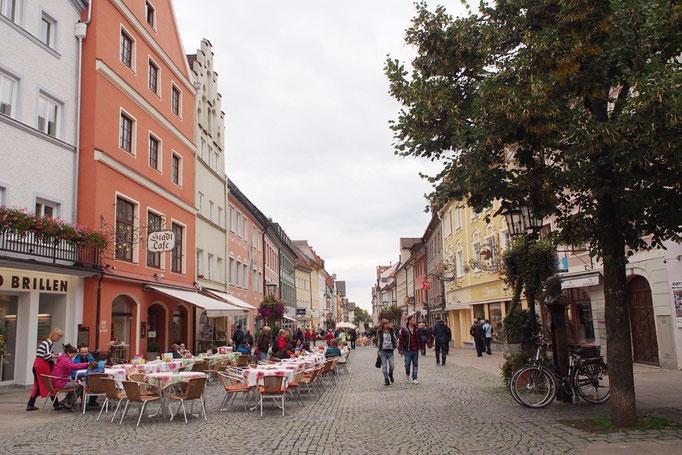 フュッセンの町並み ジャケットや薄いダウンを着て外でビールを飲んでいる人がたくさん...強者です