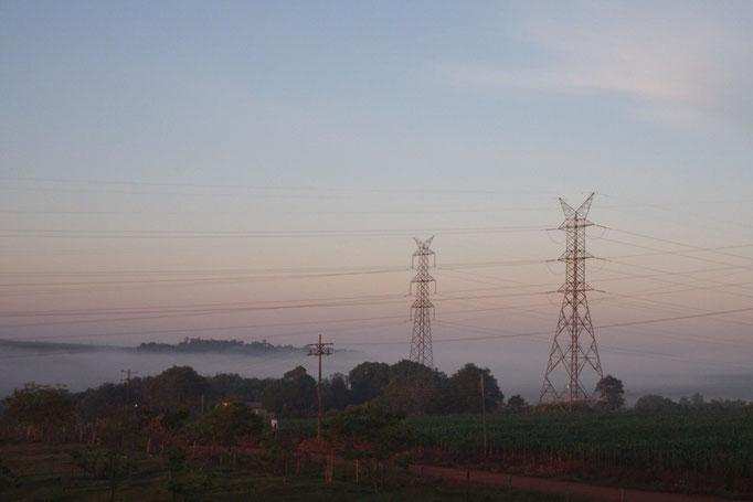 朝の景色 下の方には雲海みたいなもやが広がって パステルカラーみたいな色でした