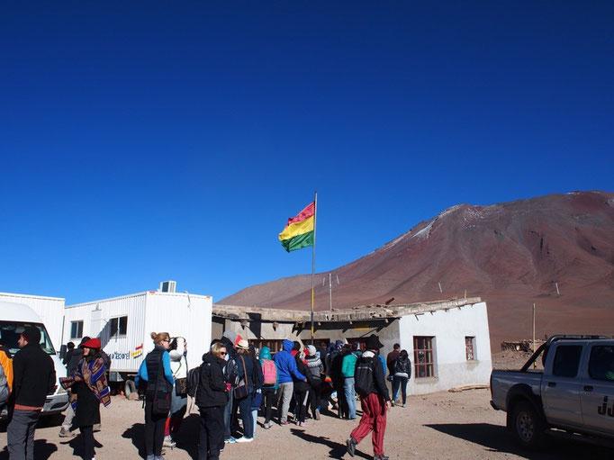 ずっと標高4000-5000mの道のりでしたが無事にボリビア出国 ボリビアは大自然をたくさん感じられる国でした