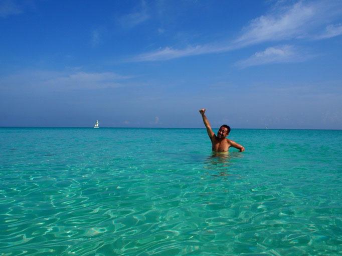 バラデロの海はカリブ海の海の青さもあって きれいなゼリーの中に浮かんでいるみたいな気分