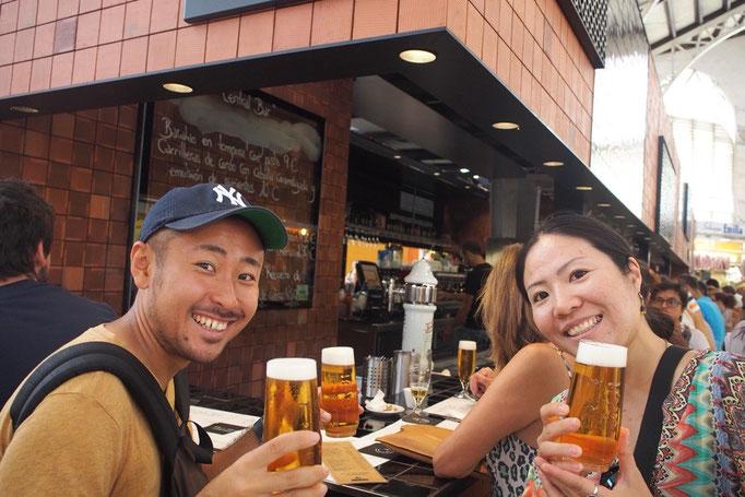 新しい滞在先へお引越しが終わったら 最初に集まった友人と3人でバルで乾杯