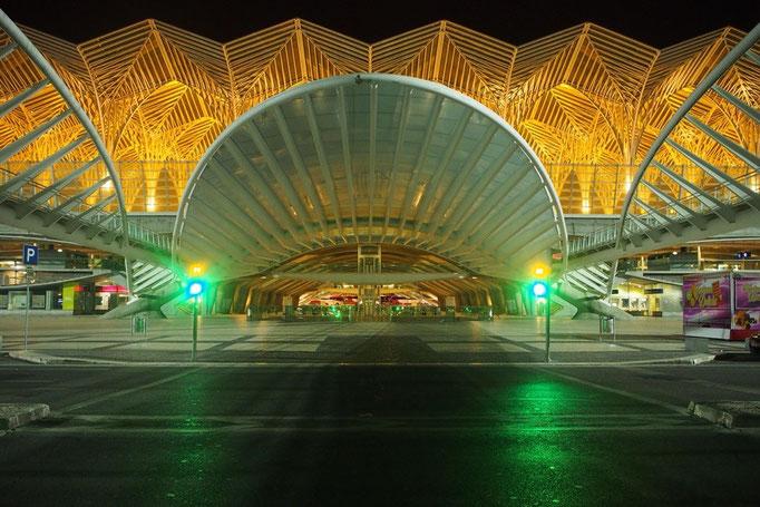 リスボンのオリエンテ駅 なぜか朝4時前に到着したけれど 眺めているだけでわくわくするような駅