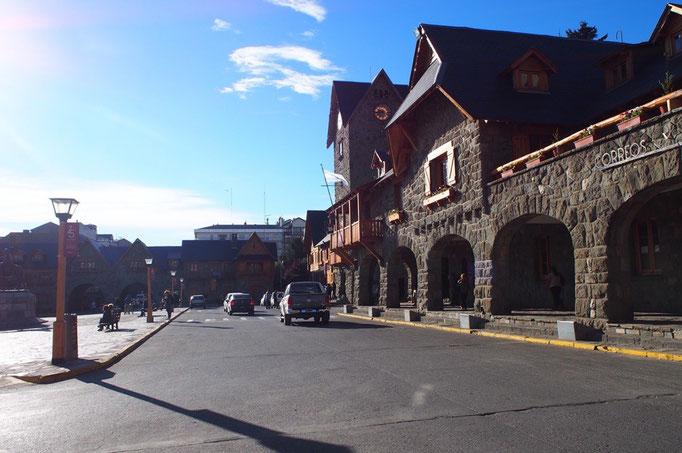 バリローチェはその昔スイス人が多く移住したため 木造の建築物や石畳が多く 街並みがとても素敵