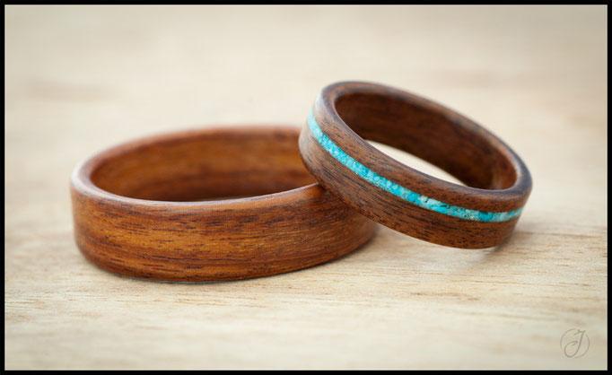 nº113 (izquierda) nº112 (derecha). Alianzas de madera doblada de palosanto amazonas con incrustaciones de turquesa.