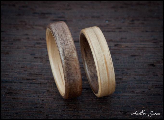 nº227 (izquierda), nº226 (derecha). Anillos de madera doblada de roble y nogal.