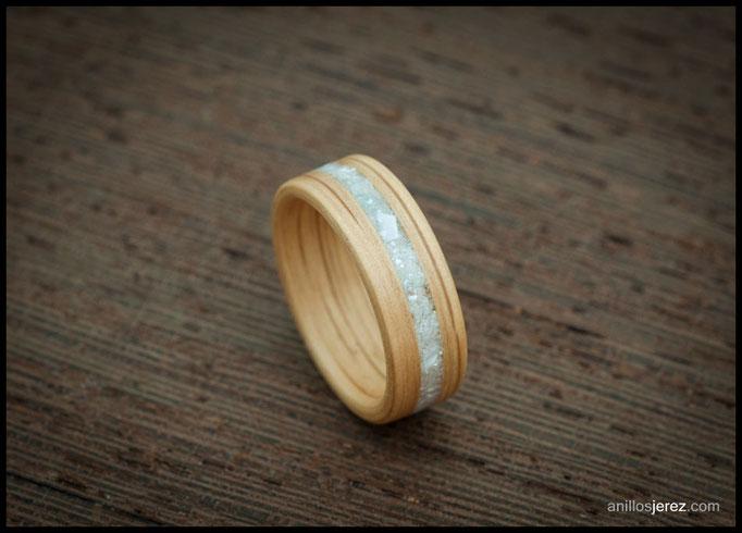 nº241 Anillo de madera doblada de roble con incrustaciones de nácar.