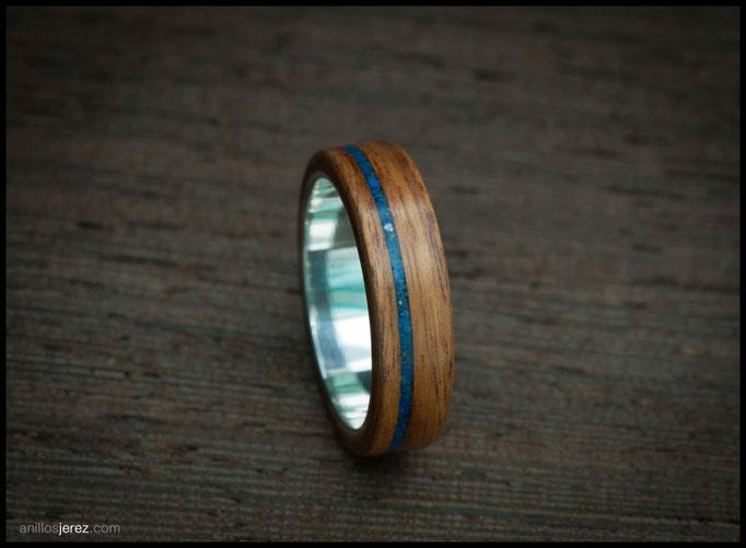 nº286 Anillo de madera doblada de palosanto amazonas con incrustaciones de lapizlázuli e interior de plata.