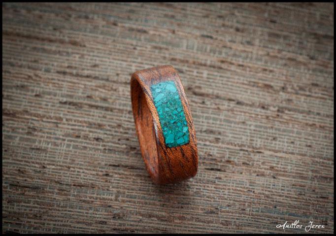 nº225 Anillo de madera doblada de caoba pomele con incrustaciones de crisocola.