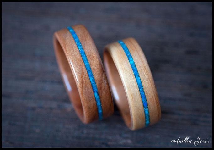 nº209 Anillos de madera doblada de tejo con incrustaciones de lapizlázuli y turquesa.