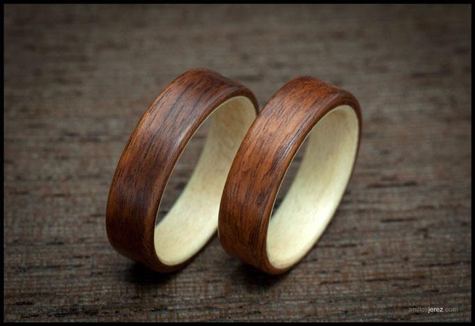 nº278 Anillos de madera doblada de palosanto amazonas con intrerior de madera de sicomoro.