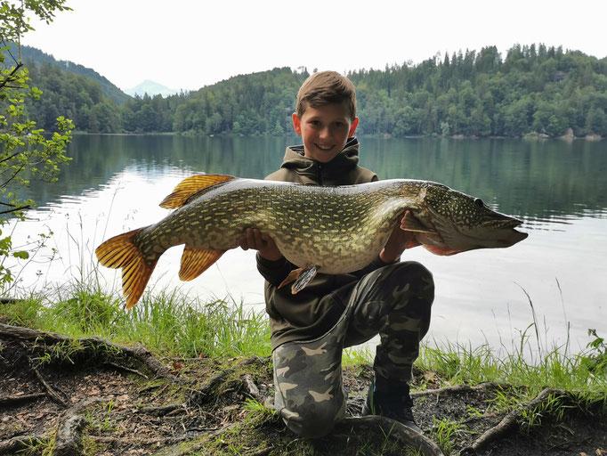 Hecht mit 109cm u. 11,5kg (gefangen von Alexander, dem jüngsten Vereinsmitglied d. 1. Sportfischereiverein Kufstein)