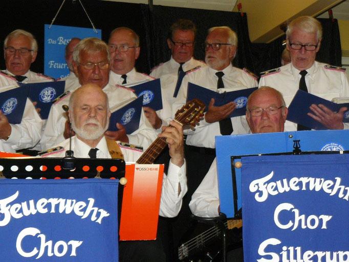 Der Feuerwehr-Chor- Sillerup bei der Interpretation seiner Lieder.