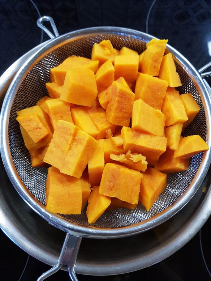 Süßkartoffeln abseihen und ausdampfen lassen