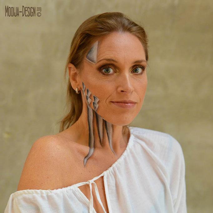 Model Anneke in samenwerking met Esther Smallegoor visagie en Ilse voor Mooija-Design