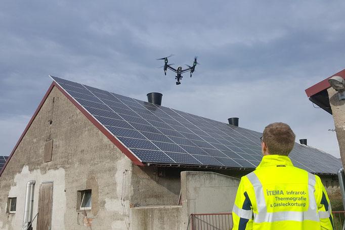 ITEMA-Inspektion PV-Anlage mit Drohne und Thermografiekamera