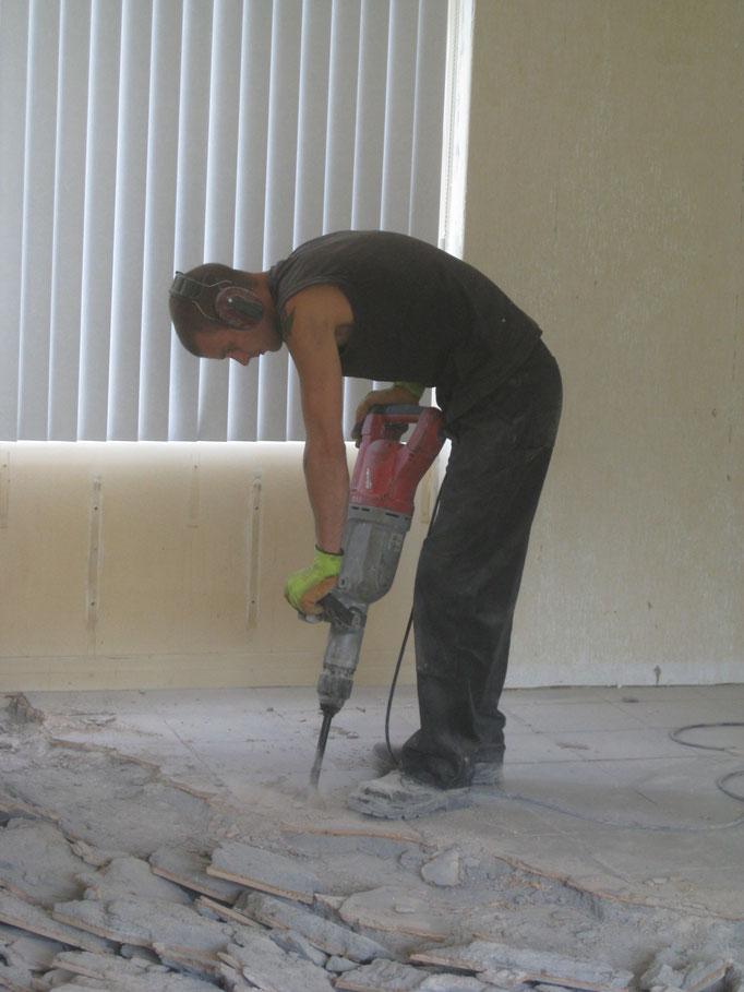 Verwijderen van tegelvloer